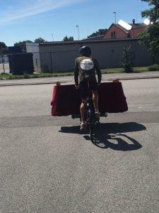 Transport av soffa.